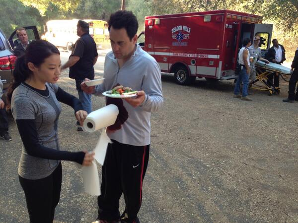 In between takes I used the arrow as a paper towel holder and handed out hors d'oeuvres to cast and crew @arden_cho http://t.co/uuONeNdk3n