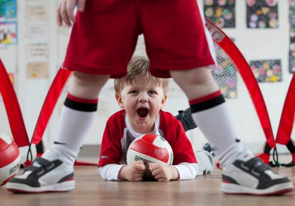 **COMPETITION TIME**    RT & FOLLOW FOR YOUR CHANCE TO WIN 6 LITTLE KICKERS SESSIONS!  LKFC for 18mths - 7 year olds http://t.co/PlGhOaDIDQ