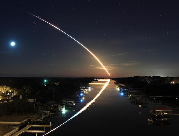 RT @Cmdr_Hadfield:  Reflections on a rocket launch. Florida photo by James Vernacotola @The_Real_Jimmy http://t.co/hUUzU3O6bH <= wow!