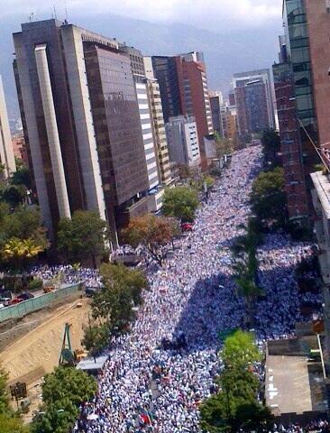 Adelante pueblo de Venezuela, no dejen que los sigan convirtiendo en otra Cuba http://t.co/dpJSdrW8ok