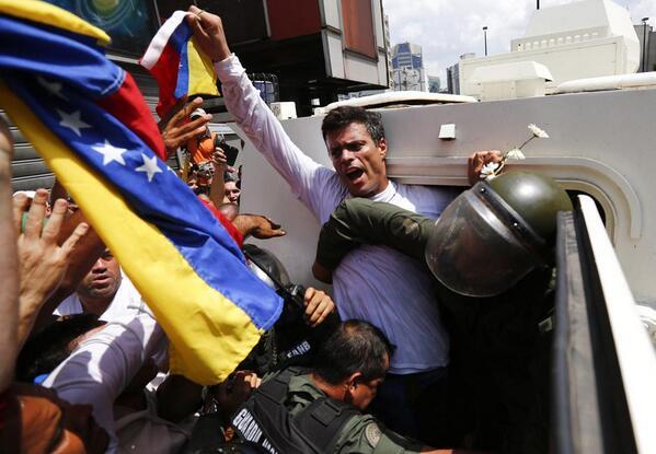 "#Venezuela #TodosSomosLeopoldo #LeopoldoNoEstaSolo #Resistencia18F #18FVnzlaEnlaCalleNicolasPaElConoTeVas  #18F http://t.co/ldVAdEEAQe"""