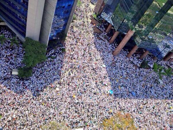 RT @ezequielvazquez: Millions of Venezuelans wants Democracy. Raise your voice now #SOSVenezuela http://t.co/x5kkash9bq