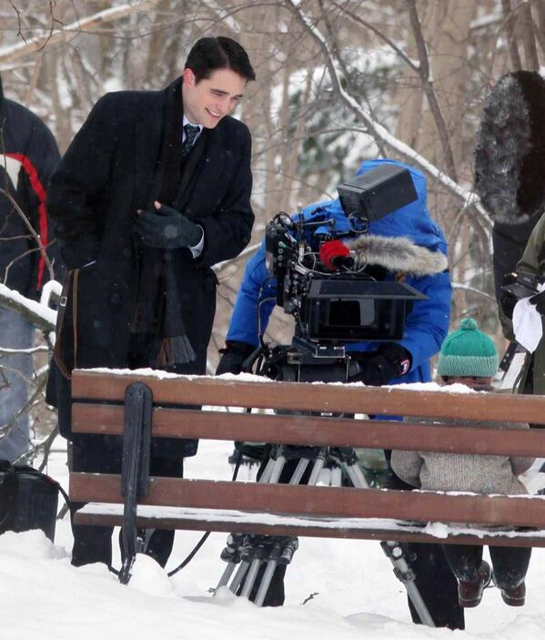 Catching up? don't miss the first pics of Rob filming #Life in Toronto. #Hot #Hot #Hot http://t.co/HQXa6H6gjr http://t.co/XStIs3Ifsq