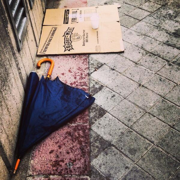 Harta de tanta visión global, Mary Poppins dejó el paraguas y cogió su fusil... http://t.co/Ki3OAQob4D