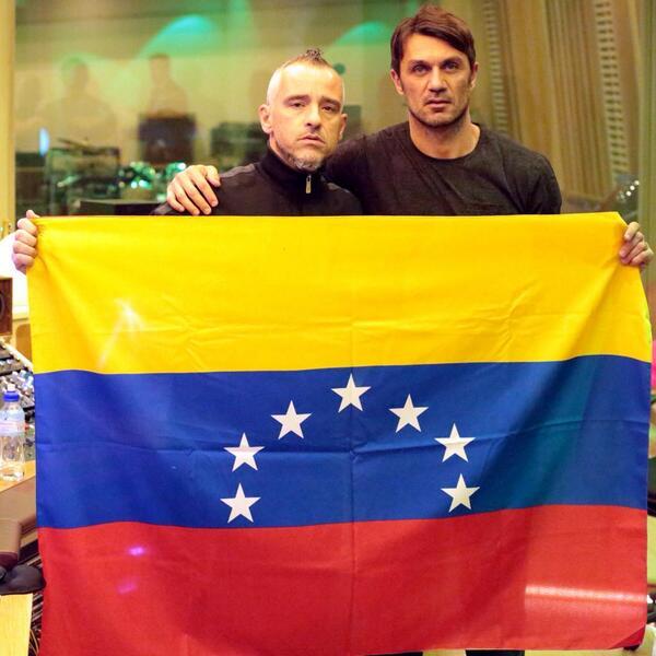 Dos CRACKS con Venezuela! RT @RamazzottiEros: Insieme per le persone che in #Venezuela stanno soffrendo #SOSVenezuela http://t.co/TMutQEv8Db