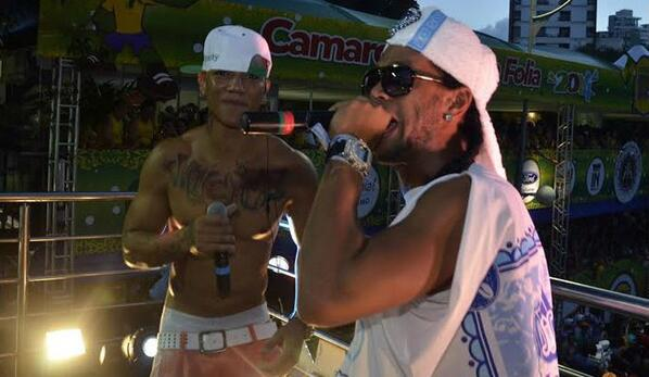 Bh0LcnHCIAA8Rw4 Ronaldinho raps at the Salvador carnival, arrives late for Atletico MG training the next day [Video]