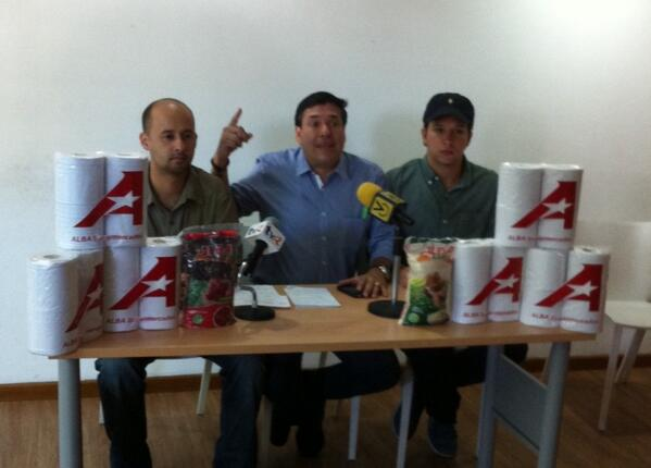 Abelardo Díaz: Apareció el papel higiénico venezolano, pero en El Salvador http://t.co/tz6ElWW9LW #acn http://t.co/iyw66gQF2h