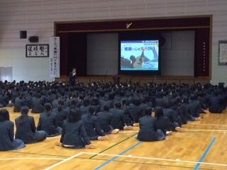青豊高校のみんな、ありがとね。 (^_^)v(^^♪ http://t.co/SZz9DVZqey