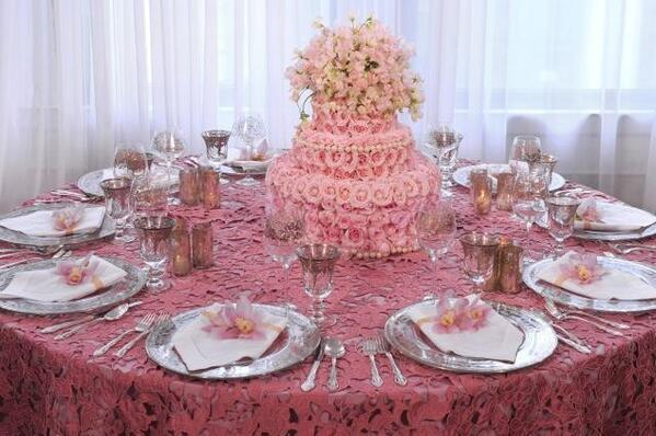 We created #floral #cakes to use as #centerpieces to amuse guests. To our delight, they loved them! http://t.co/f9H7iSwwNt
