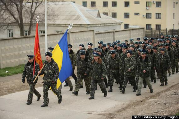 The incredible moment unarmed Ukrainian troops marched towards heavily armed Russian forces http://t.co/MeNVb0mQqz http://t.co/mT7xVNNadq