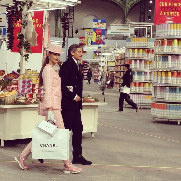 Grocery shopping! #Chanel models, they're just like us. Not. #pfw http://t.co/ItbqhiDayW