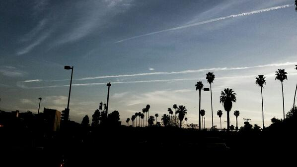 Since when do jet planes do U-turns over L.A.? http://t.co/5LNaZcnqfZ