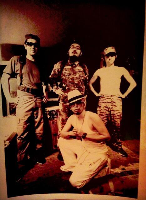 スタジオに貼ってある昔撮った宣伝用写真。何考えてたんだろう http://t.co/O6fm2Xnn9z