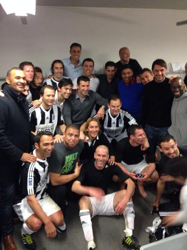 Dear Ellen Degeneres,  This is better than your selfie!  Yours faithfully,   Legends of football http://t.co/Qci4nwqyAP