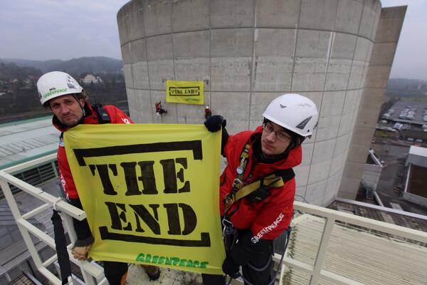 8.5 hrs after they began their protest, Swiss Activists remain on the world's oldest nuclear reactor. http://t.co/JFX9bdOJhE #TheEnd