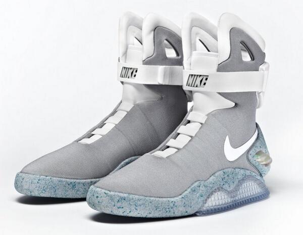 Marty McFly es inmortal: Nike pondrá a la venta las Air MAG de 'Back to the future' http://t.co/DSvwY1brc0 http://t.co/Ol1GCdD9Cd