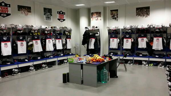 Team USA lockerroom set for player's arrival prior to tonight's semi vs. Canada. #dawnsearlylight http://t.co/pvZwnEQuYT