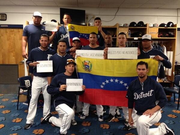 Desde aqui todos unidos por Venezuela http://t.co/IT03KIbwqv