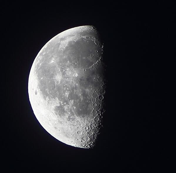 RT @adleon7: La Luna hoy antes del amanecer http://t.co/xgZboQOIqW