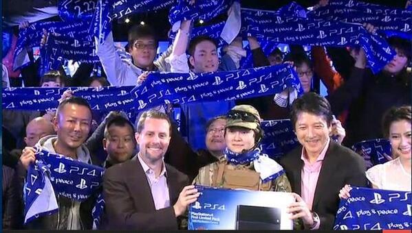 RT @Vince_Tokyo: #PS4 officiellement lancée au #Japon http://t.co/0l6HFxxUe8