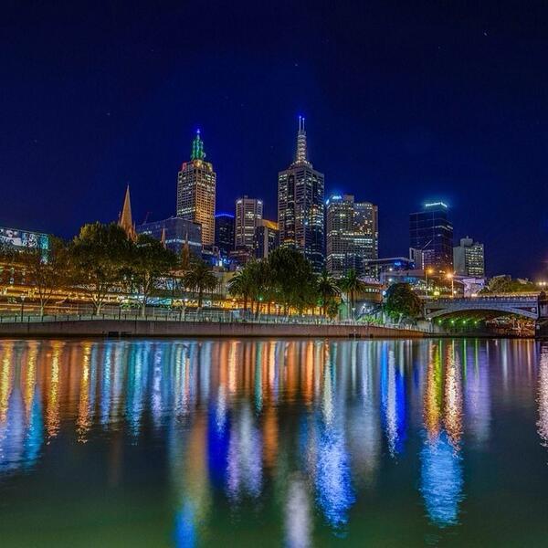 Great shot of the #Melbourne skyline lighting up the Yarra River in Victoria by @alexkorica! (via IG) http://t.co/HKlTgukDVh