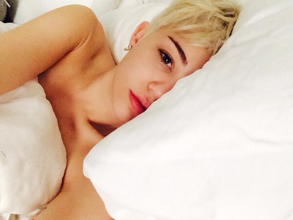 can't remember the last time I was still in bed at noon ❤️ http://t.co/SxhLl69EQD