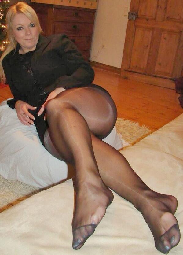 Дамочка В Черных Колготках Отдается Порно И Секс Фото С Девушками В Колготках