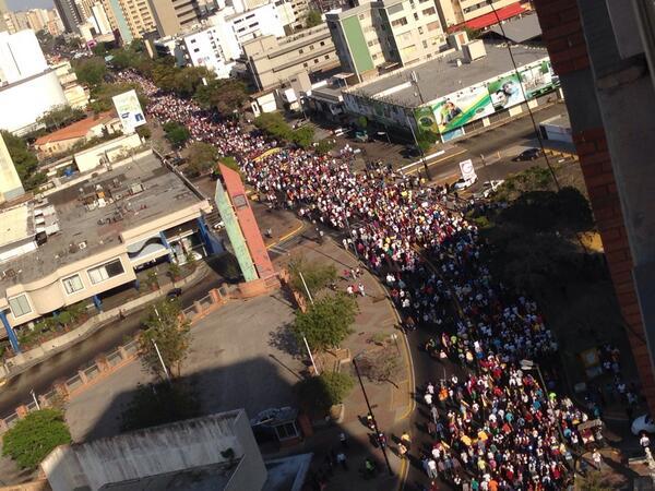 """""""A esta hora! #UnidadOracionyAccion @gabycastellanos RT @EsMaracaibo: (5:00 pm) #Maracaibo  http://t.co/QGtDLbhOve"""""""