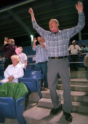 Jingles, the man who danced during B-Mets games, umpired youth baseball, has died. #Binghamton http://t.co/mylcwL9Yq7 http://t.co/gnx1bPPxyL