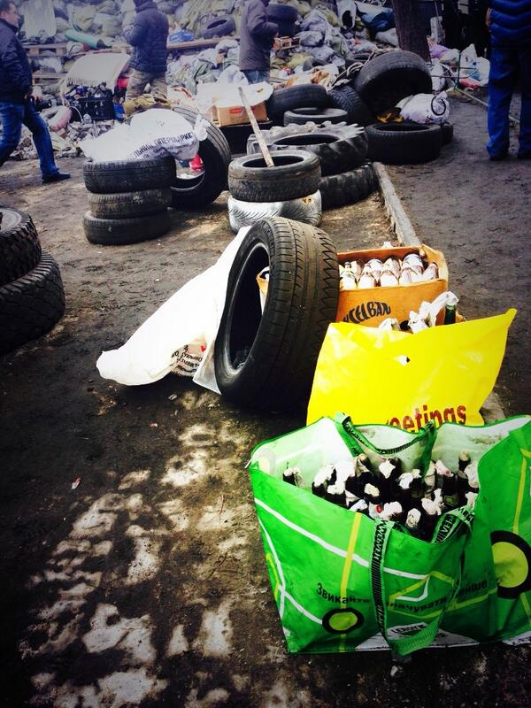 #Kiev #Ukraine  Molotov cocktails prepared by protesters just in case riot police return http://t.co/pJ6j0IG1Hj
