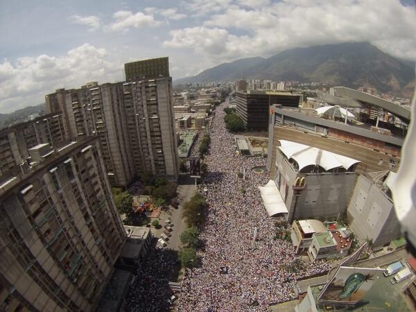 Wow RT @ananavarro: HUGE Peaceful anti-gvt rally going on in Caracas right now. http://t.co/cYrNYpiGLk