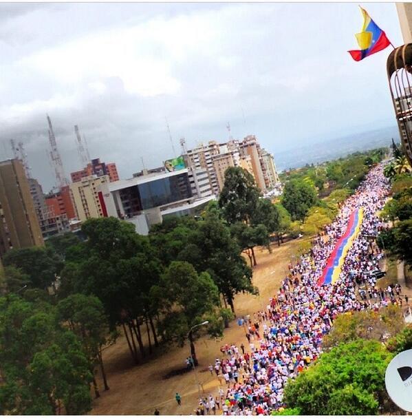 Esta es una hermosa muestra del amor de nuestro pueblo pacífico de #Guayana #Venezuela http://t.co/bJnlunc1Re