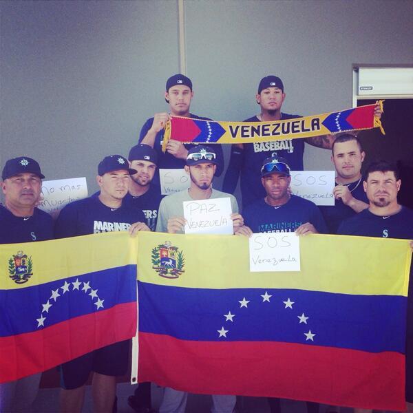 Venezolanos de los Marineros de Seattle expresan solidaridad con Venezuela vía @RealKingFelix https://t.co/Hg6NdDkrS4