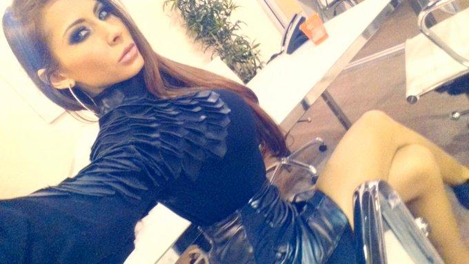 I feel like a #Villain dressed in black...Next target #JamesBond! #Evil #Selfie http://t.co/APNsb3Tv