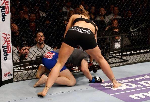 There's no way she was coming back from that.... #NoEarlyStoppage @RondaRousey @UFC http://t.co/De2soOBP3Y