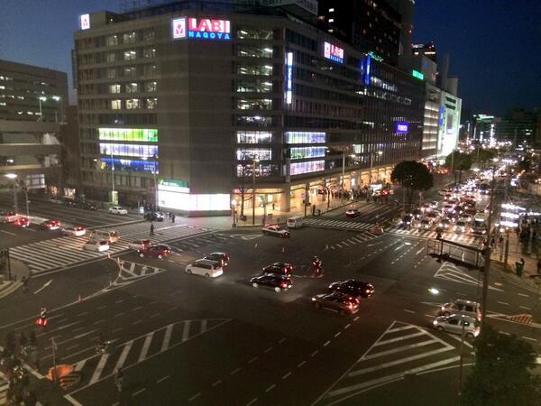 名駅・笹島交差点の事件現場。4時間経過しましたが、今なお現場検証で通行止めになっています。 http://t.co/JglTqDyS8m