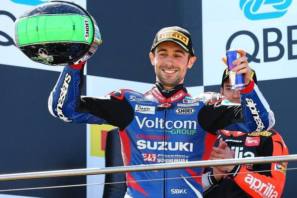 Delighted to win on my debut with Suzuki! Thank you so much to everyone @crescent_racing for making it happen. http://t.co/6Up14wNv3g