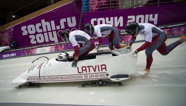 Olimpiskais sudrabs! Oskara Melbārža bobsleja četrinieks izcīna otro vietu Soču Olimpiskajās spēlēs! Apsveicam! http://t.co/LSRCK3wcpp