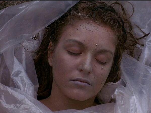 Tal día como hoy, 23/02, de 1989, fue descubierto el cadáver de la joven Laura Palmer. #DatoFriki http://t.co/Cbzbs2HbKg