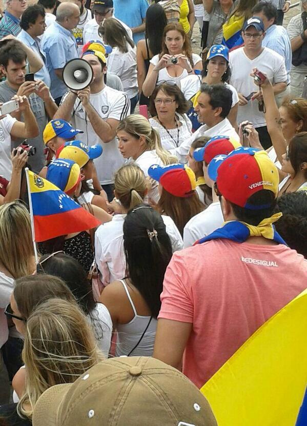 Buen domingo mi gente! Ayer a las 16:30 llegando a la concentración en Buenos Aires, se m hizo un nudo en la garganta http://t.co/u7l9URCNQ9