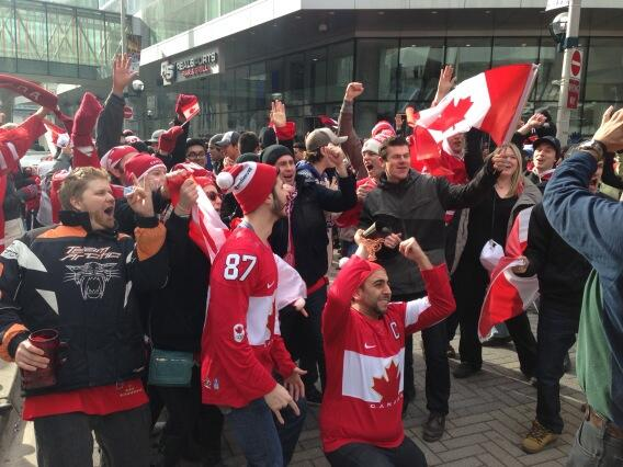 Charlsie Agro (@CBCharlsie): As predicted. Maple Leaf Square #sl Fans singing O'Canada http://t.co/WmBvrG1IzX