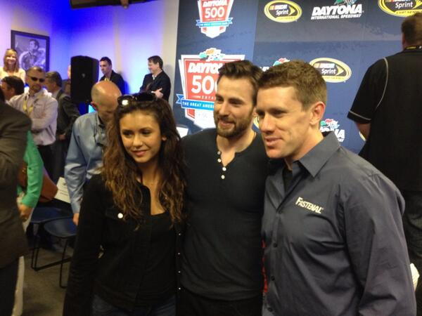 Carl Edwards poses with @ChrisEvans and @ninadobrev #NASCAR #DAYTONA500 http://t.co/akbdTgMRtc