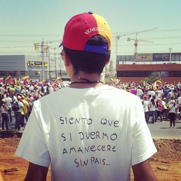 """@Hector_ManuelP: Estudiante Venezolano: ""Siento que si me duermo amaneceré sin país"", vaya mensaje... #Venezuela http://t.co/gi7KDkq0Rt""wow"