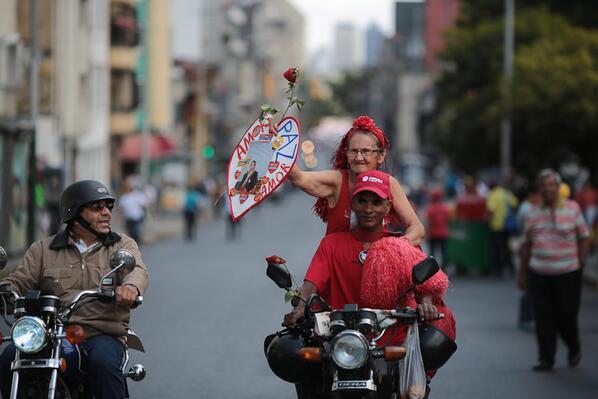 La abueita Caperucita Roja encontró quien la llevará a movilización por la paz social y la vida http://t.co/9M0QwWSUWK