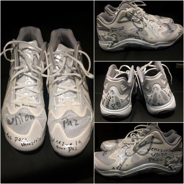@victordrija El calzado de Greivis Vasquez @greivisvasquez (via @Raptors) #PazParaVenezuela http://t.co/r7N8wgRJTt