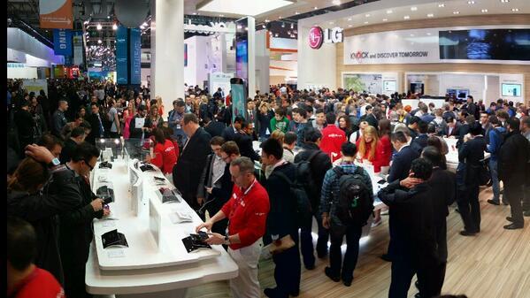 현재 LG 부스 상황. LG Booth in Hall 3, Fira GranVia, Barcelona, Spain  #MWC2014 http://t.co/DjNUfx9n48