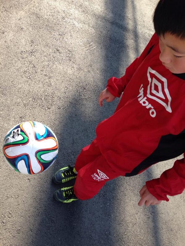【拡散希望】 甥っ子のサッカーボールが「川崎市宮前区野川」の公園で盗まれました。これはただのボールではなく卒団記念にいただいた彼の勲章です。5号球で「NKFC FUNAZASHI」と記名あり。(続く http://t.co/15W4Rml8WC