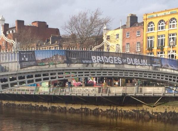 Can you RT if you'd like @DubCityCouncil to remove the @BridgesofDublin banner from the Ha'penny Brdige? Ta. http://t.co/Src0zINcGS