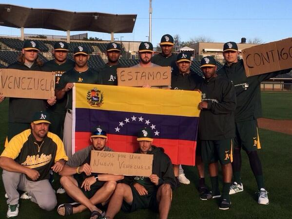 Los Atléticos de Oakland fieles a la causa #PrayForVenezuela http://t.co/yZdXJLzAMv