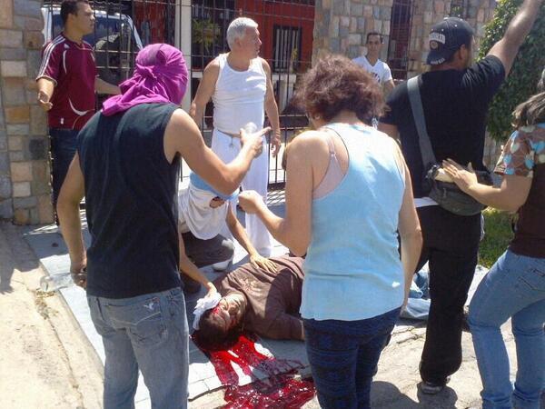Desde Cagua informan que guardias motorizados paramilitares de aspecto cubano-castrista acaban de matar a un vecino. http://t.co/kAYM9KOTVy